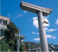 One-legged torii